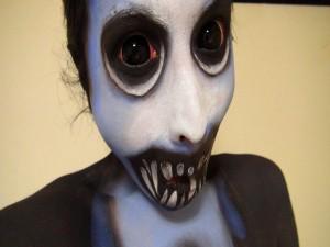 Postal: Maquillaje terrorífico para el día de Halloween