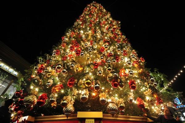 Un gran árbol de Navidad