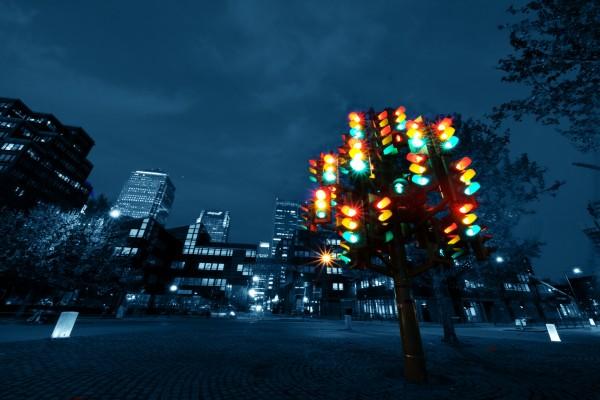 Grupo de semáforos en la ciudad