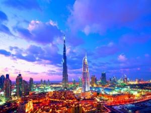 Luces al amanecer en una ciudad
