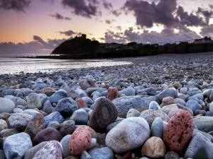 Piedras en una playa