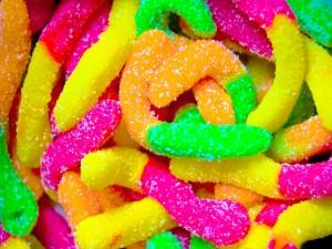 Postal: Lombrices dulces de llamativos colores