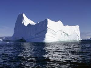 Postal: Iceberg visto en un día despejado