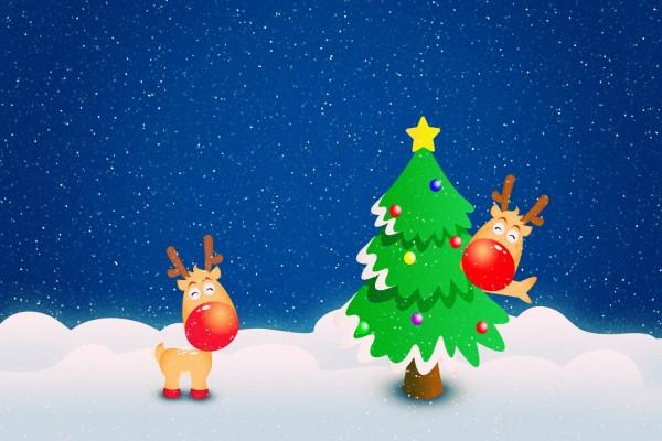 Renos junto a un abeto navideño