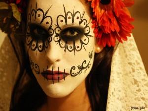 """Bella mujer maquillada para el """"Día de Muertos"""" en México"""