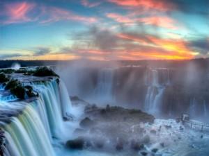 Postal: Cataratas del Iguazú vistas al amanecer