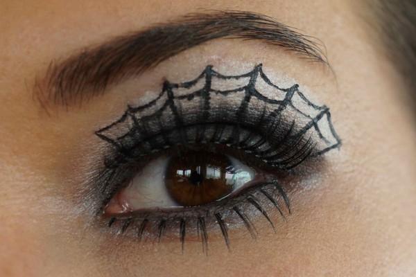 Ojo maquillado para Halloween