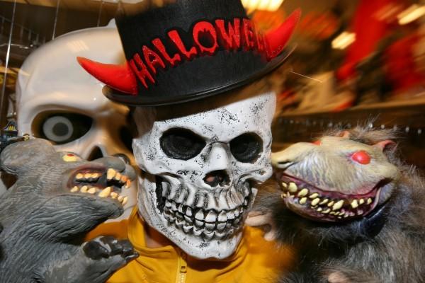 Hombre calavera en Halloween