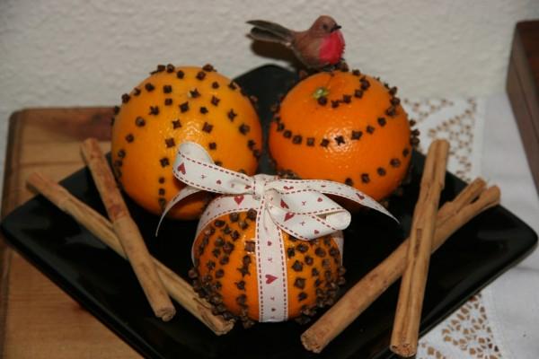 Naranjas con clavo y canela para aromatizar el hogar en Navidad