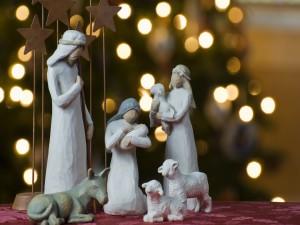 Nacimiento del Niño Jesús y luces de Navidad