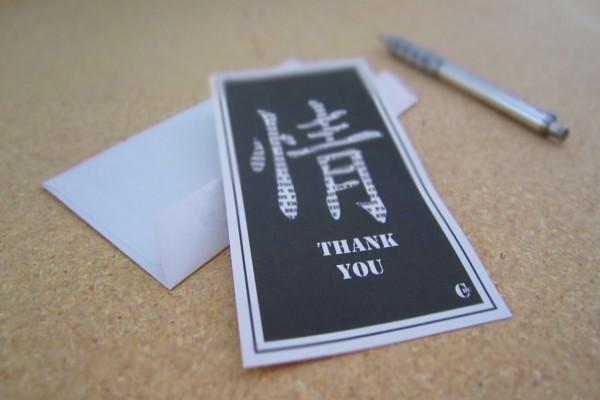 Tarjeta de agradecimiento con caracteres japoneses