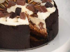 Postal: Tarta de queso, chocolate y caramelo