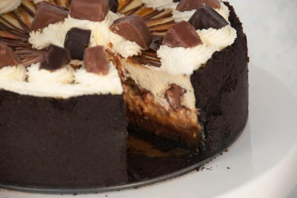 Tarta de queso, chocolate y caramelo