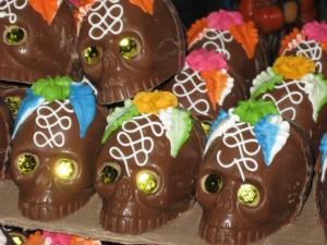 """Calaveras de chocolate iluminadas para el """"Día de Muertos"""""""