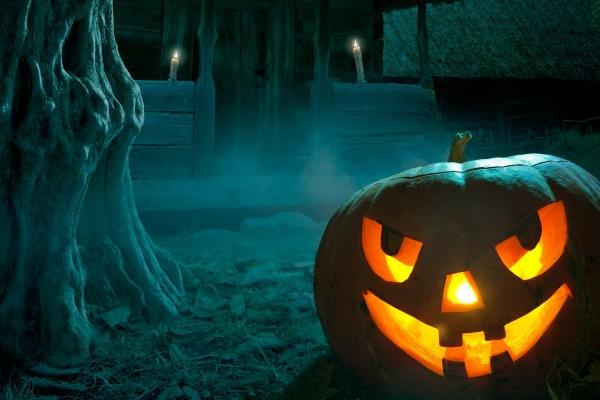Calabaza gigante en la noche de Halloween