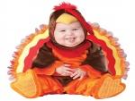 Bebé con un disfraz de pavo