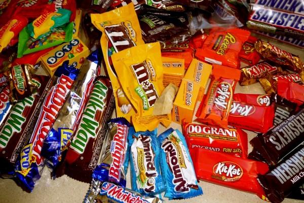 Paquetes de chocolatinas y caramelos
