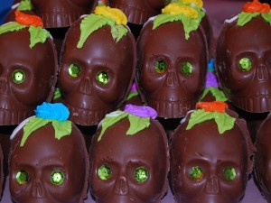 """Postal: Ricas calaveras de chocolate para el """"Día de Muertos"""""""