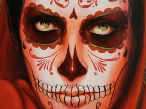 """Postal: Pintura de una mujer maquillada el """"Día de Muertos"""""""