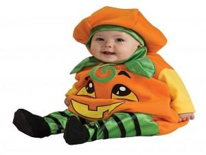 """Postal: Bebé con un disfraz de calabaza para """"Halloween"""""""