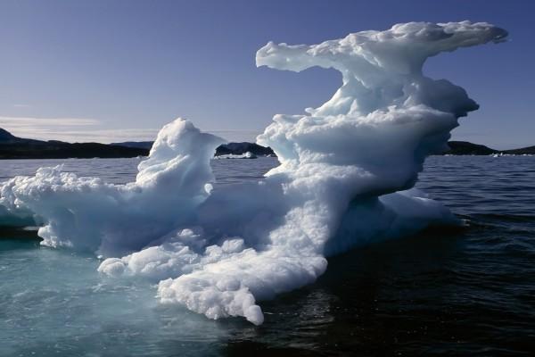Curiosas formas de hielo deshaciéndose
