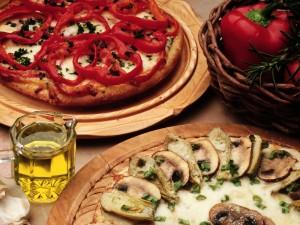 Pizza de champiñones y pizza con aros de pimiento rojo