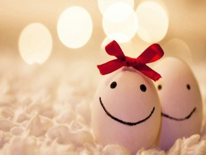 Postal: Pareja de huevos felices