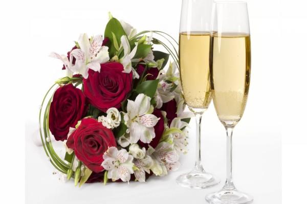 Ramo de novia y dos copas de champagne
