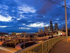 Carreteras en la ciudad vistas al amanecer