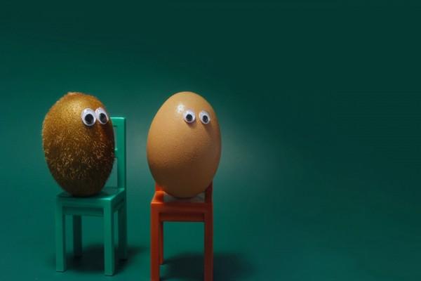 Un kiwi y un huevo