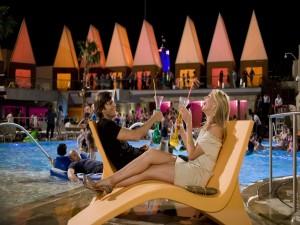 """Cameron Diaz y Ashton Kutcher en una escena de la película """"Algo Pasa en Las Vegas"""""""