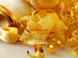 Cintas doradas para decorar los días de fiesta