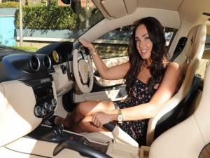 Tamara Ecclestone en un lujoso auto