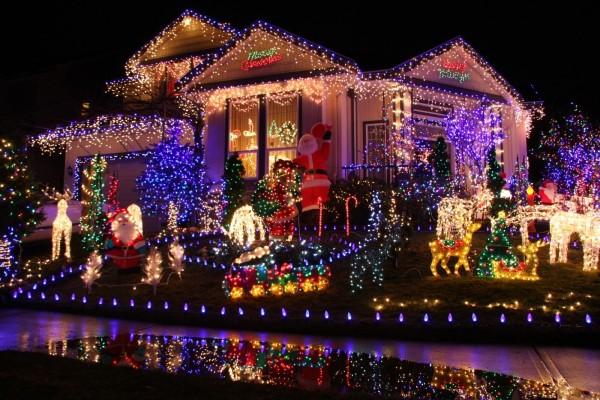 Casa iluminada para los festejos de Navidad y Año Nuevo