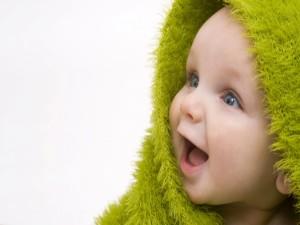 Postal: Bebé con una bonita sonrisa