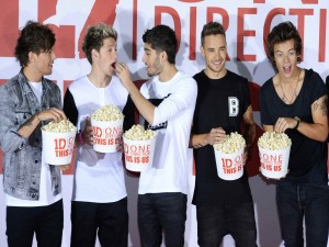 "Postal: One Direction comiendo palomitas en el estreno de su película ""This is Us"""