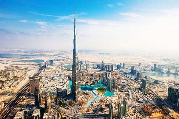 Burj Khalifa y otros edificios en construcción (Dubái, Emiratos Árabes Unidos)