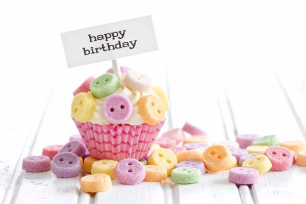 Un bonito cupcake para un cumpleaños