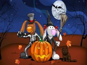 Postal: Disfrazados junto a una calabaza en Halloween