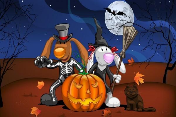 Disfrazados junto a una calabaza en Halloween