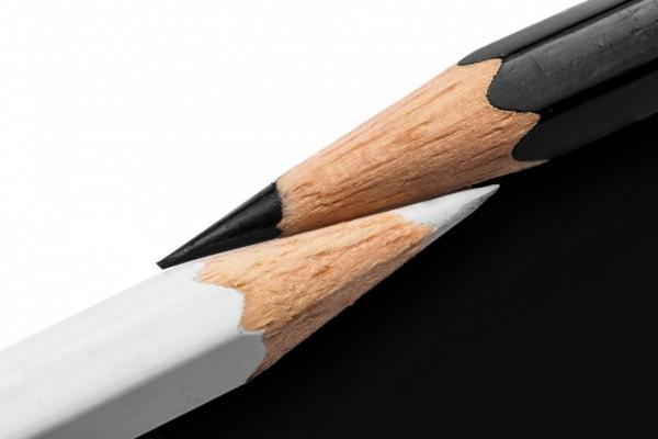 Lápices negro y blanco