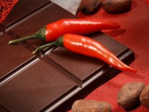 Chiles y tableta de chocolate