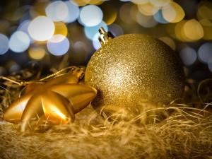 Postal: Adornos dorados para las fiestas de Navidad