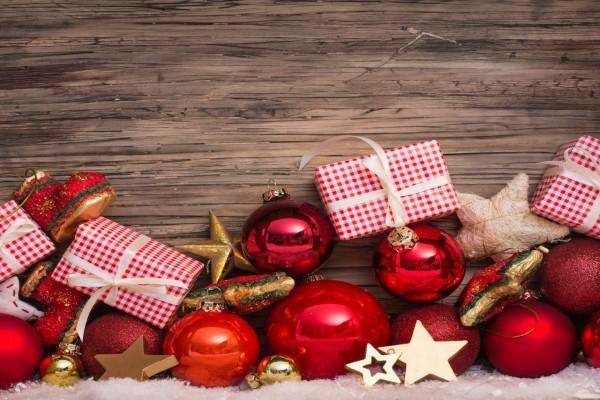 Regalos y bolas para decorar en Navidad y Año Nuevo