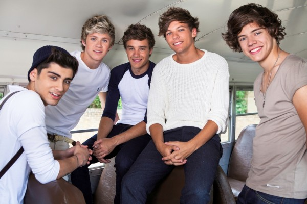 "Los chicos de ""One Direction"" en un autocar"