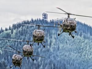Helicópteros en vuelo