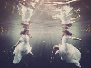 Postal: Bailando bajo el agua