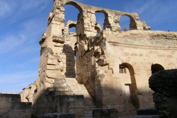 Visitando unas antiguas ruinas