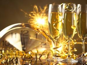 """Esperando la llegada del """"Año Nuevo"""" para festejar con champán"""