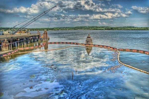 Construcción junto al lago